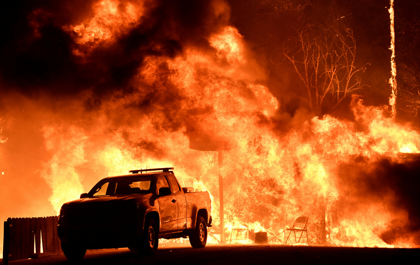California fires intensify, threaten Los Angeles, Ventura and San Diego