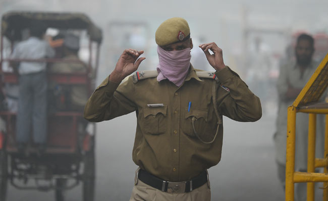 Delhi choked: 300% rise in patients with asthma, bronchitis: Air Pollution Live
