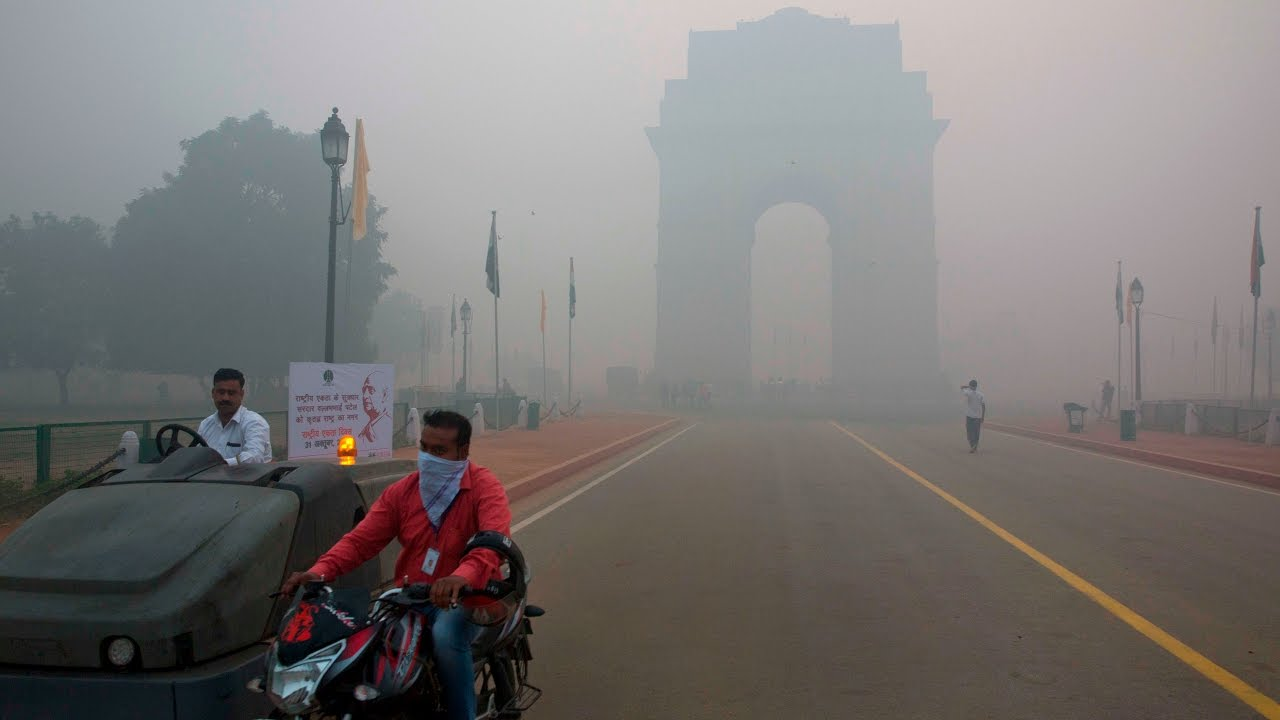 Delhi smog makes capital into 'gas chamber', spurs medical emergency