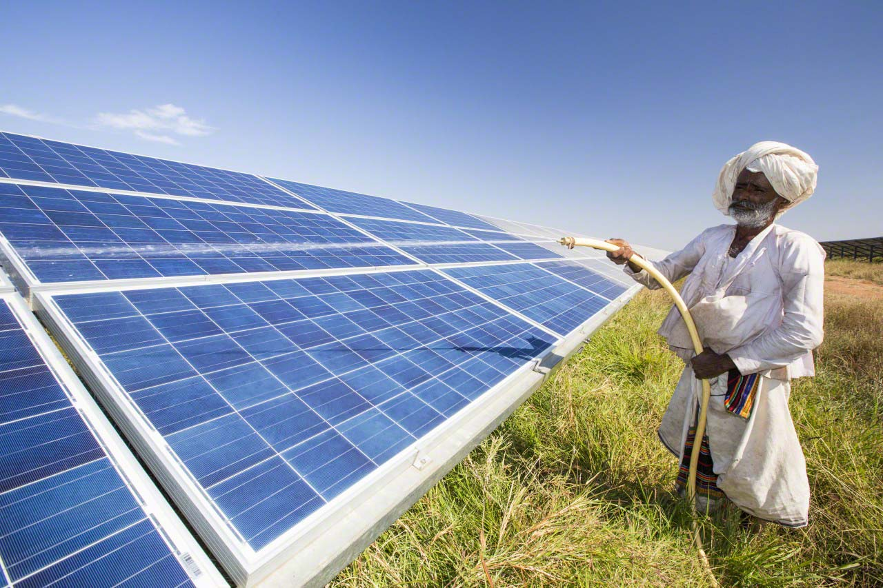 Can India achieve the 175 GW target of renewable and solar energy?